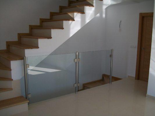 barandillas y escaleras de cristal en Granada