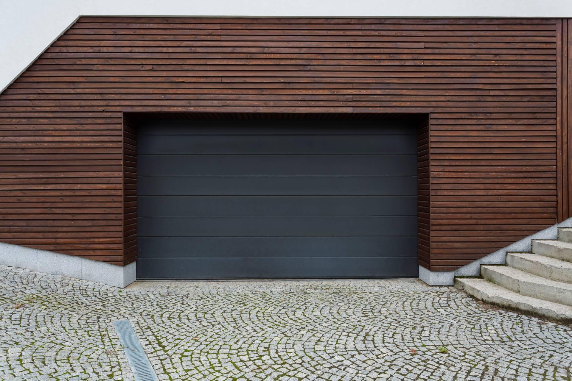 Instalación de Puertas Seccionales para garajes de diferentes modelos