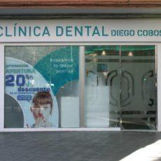instalacion de vidrios en clinica dental granada