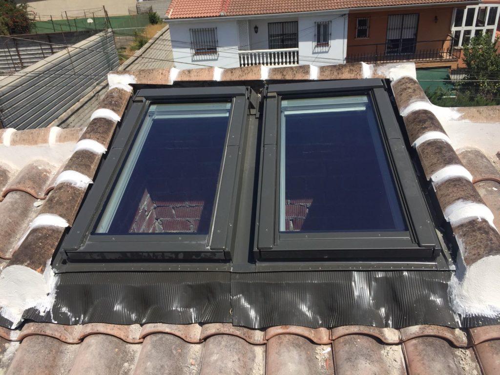 ventana en tejado con apertura vertical