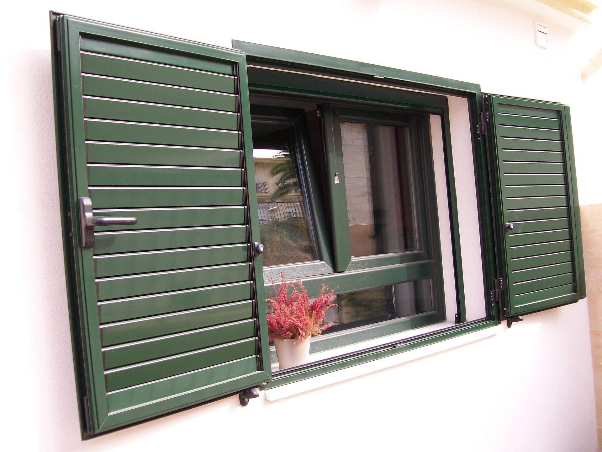 Carpinter a de aluminio instalaci n de ventana y for Carpinteria aluminio