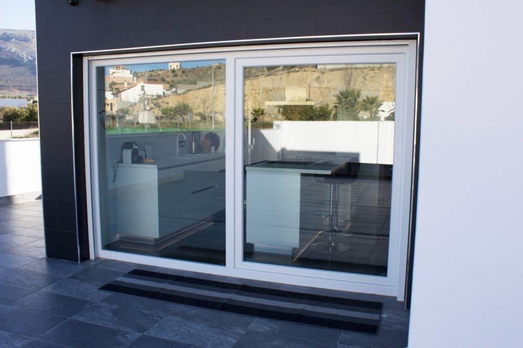 Instalacion de ventanas y puertas de aluminio en loja 2