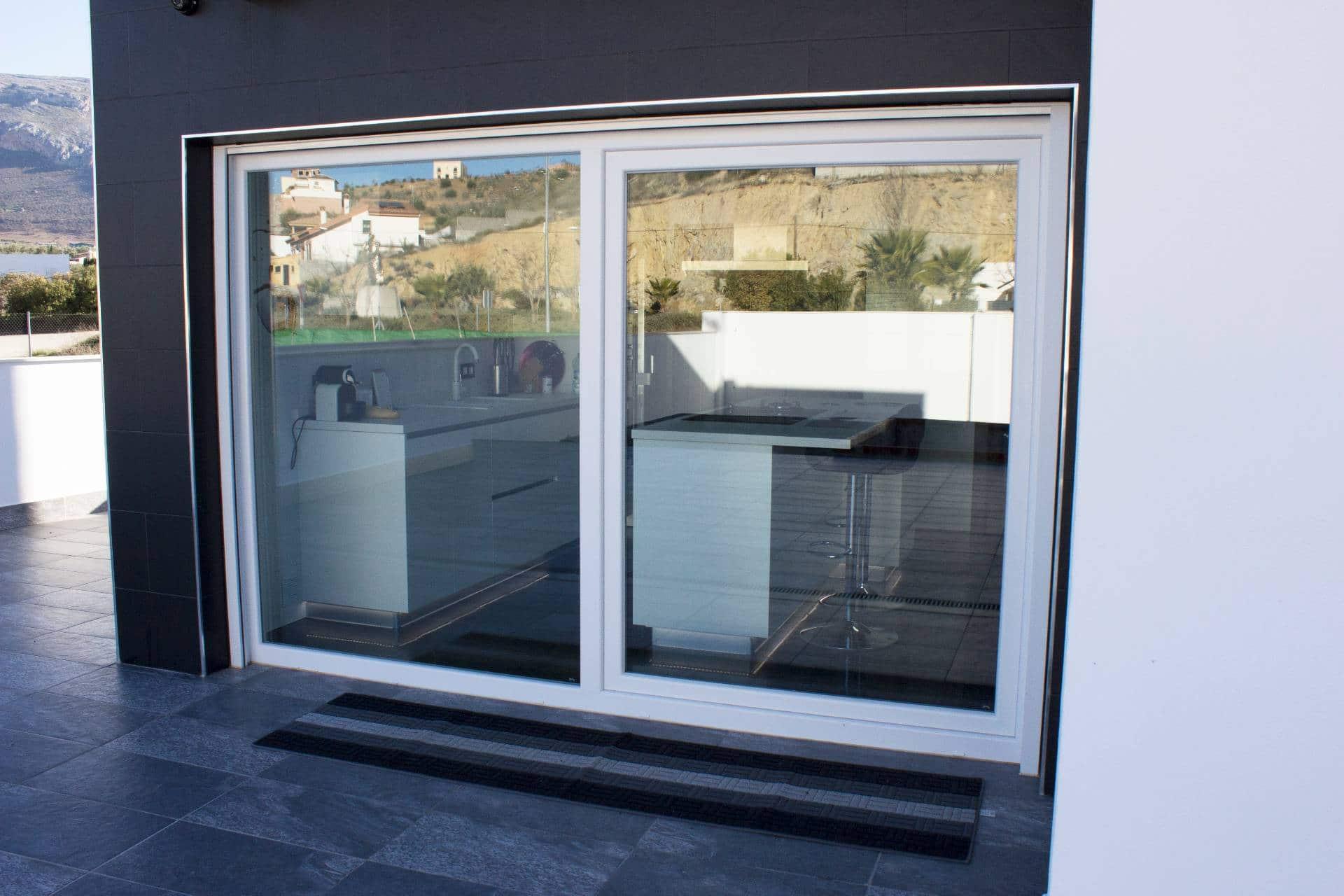 Instalaci n de puertas y ventanas de carpinter a pvc en for Instalacion de puertas