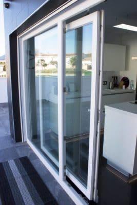 Instalacion de ventanas y puertas de aluminio en loja 5