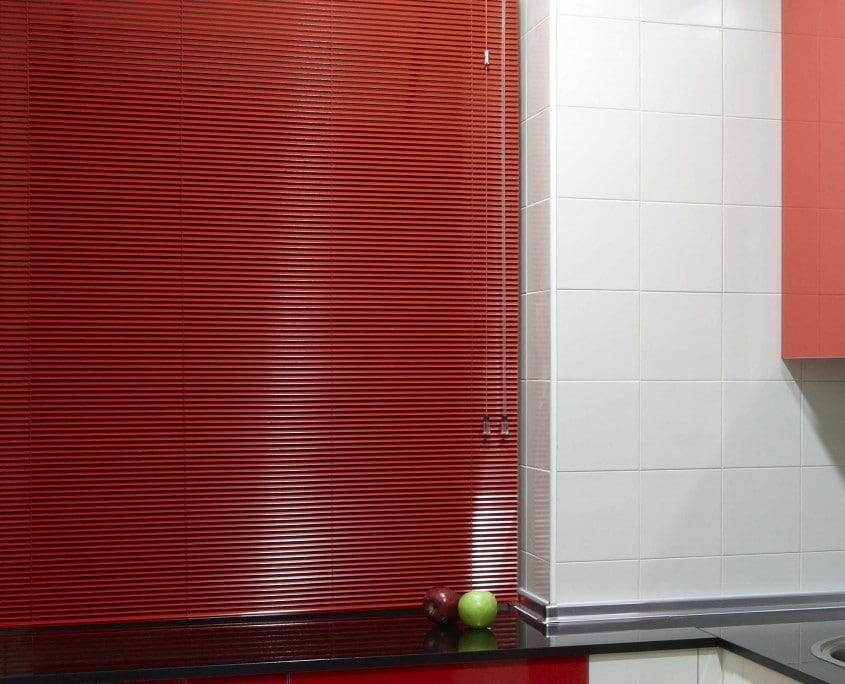 Cortinas venecianas aluminio rojo