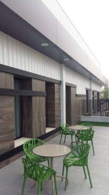 Proyecto Instalación ventanas y puertas en Tanatorio en Loja