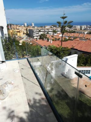 Instalacion Baranda De Vidrio Seguridad En Vivienda Familiar En Benalmadena