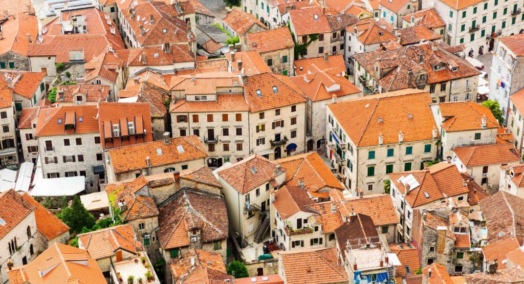 Si tienes la posibilidad de instalar una ventana de techo y estás pensando hacerlo, te damos razones para decidirte a hacerlo.